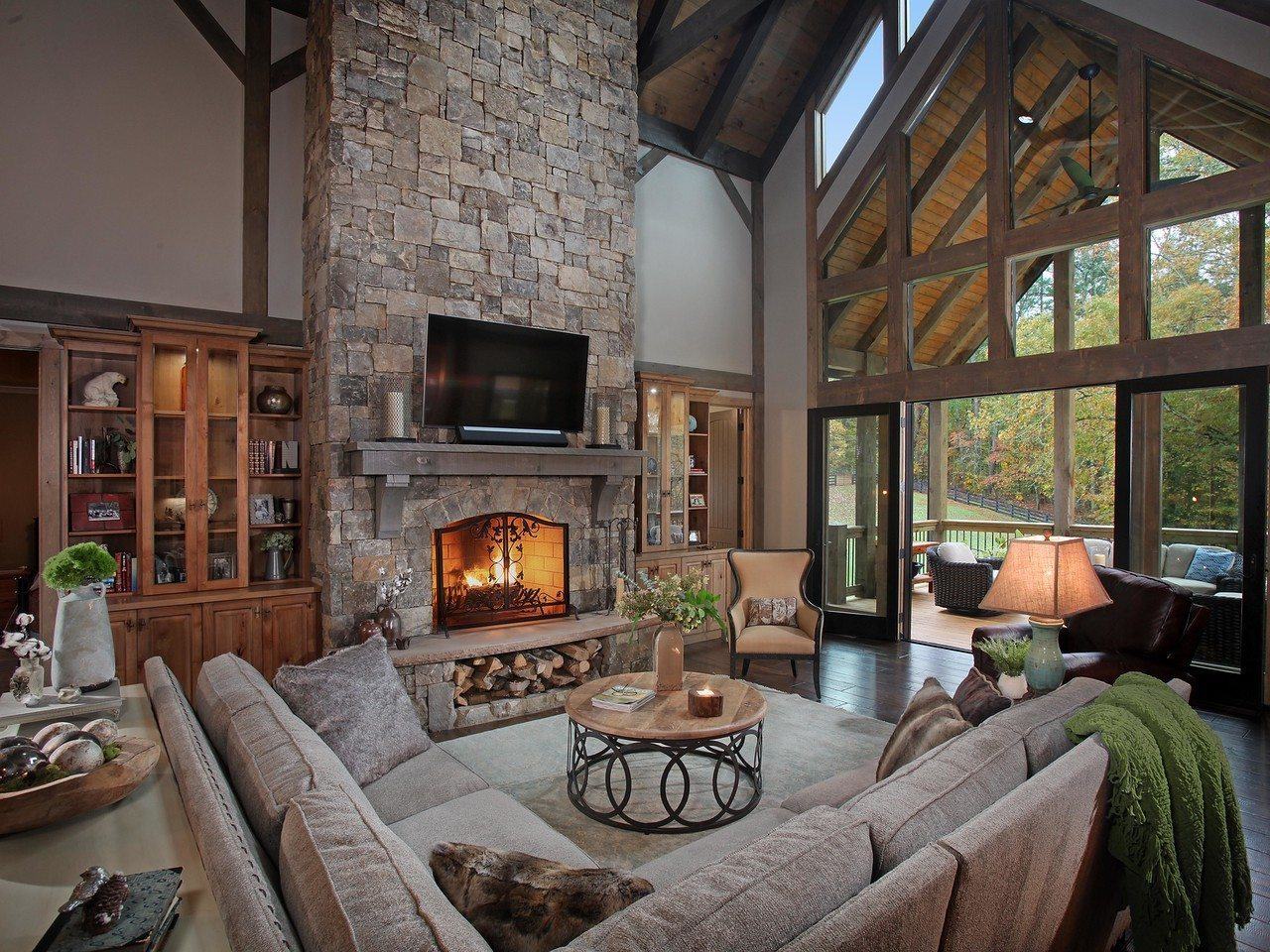 shady-oaks-great-room-fireplace